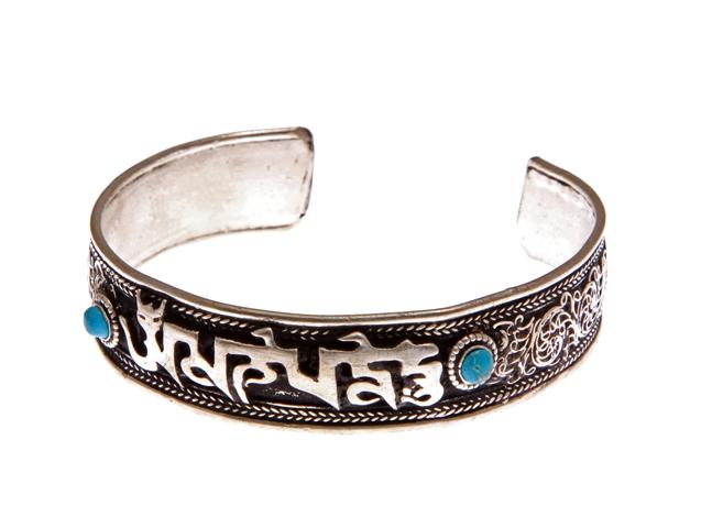 Традиционный, тибетский безразмерный браслет из тибетского серебра, отделанный сканью, с мантрами посередине и